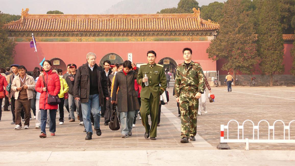 En visite aux tombeaux Ming, avec des accompagnateurs de la Police armée.