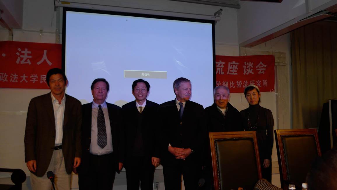 Avec des professeurs de l'Université de Science politique et de Droit.